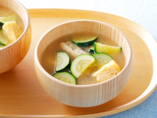 ズッキーニと油揚げの味噌汁