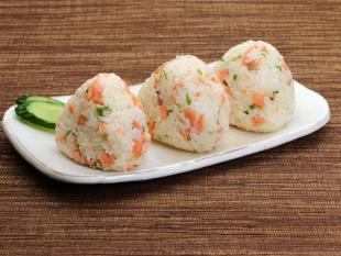 鮭の中華風混ぜご飯おにぎり