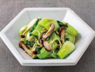 チンゲン菜ときのこの中華風野菜炒め