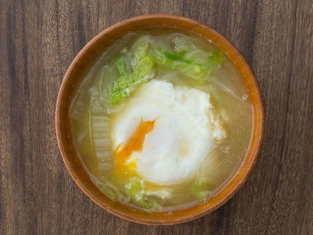 卵と白菜の味噌汁