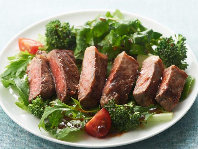 牛ステーキのピリ辛サラダ
