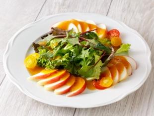 りんごの彩りサラダ