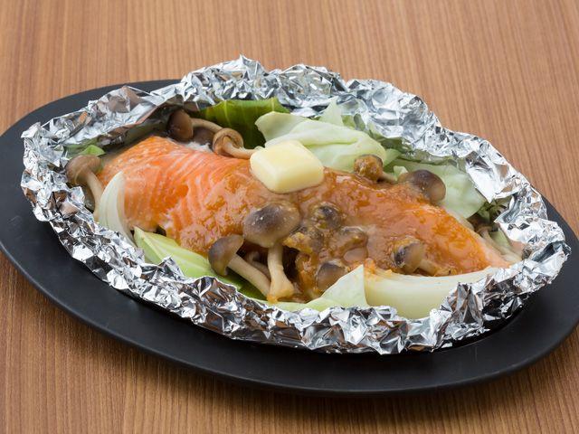 サケの味噌バターホイル焼
