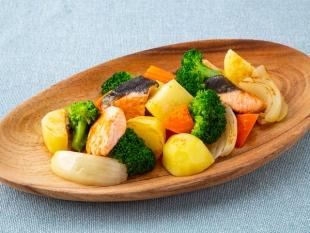 温野菜とサケのホットサラダ