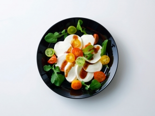 トマトとモッツァレラチーズのサラダ